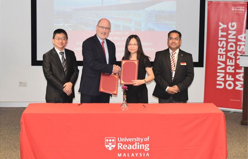 UoRM Provost and Director of DiTIC Taiwan Dr Fan Su Ling shake hands during signing of MOU